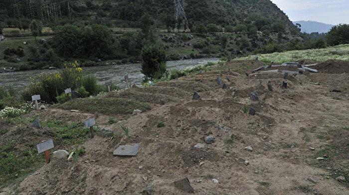 Keşmir'deki toplu mezarlar katliamın kanıtı mı?