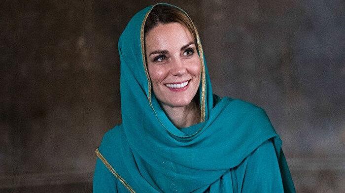Kate Middleton cami ziyareti sırasında başörtüsü takıp Kuran dinledi