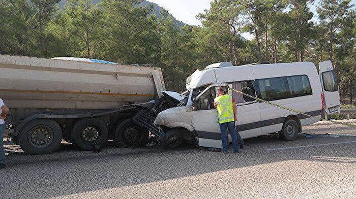 Akkuyu'da çalışan Rus mühendisleri taşıyan minibüs kaza yaptı: 2 kişi hayatını kaybetti