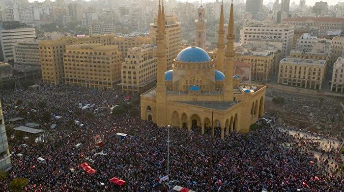 Lübnan halkı yolsuzluğa karşı tek yürek