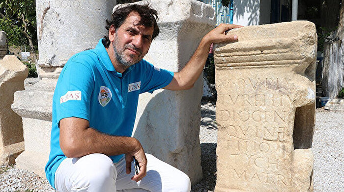 Parion Antik Kenti'nde bin 900 yıllık anıt mezar kitabesi bulundu