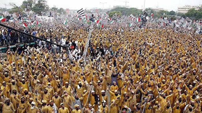 Pakistan'da muhalefet başkente ulaştı