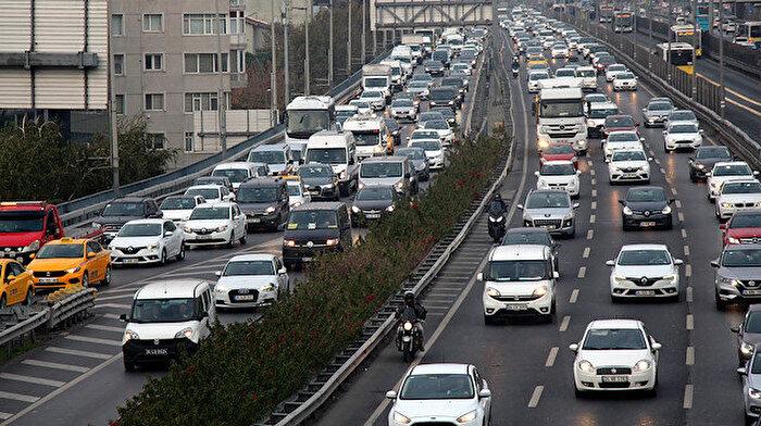 Okulların açılmasıyla İstanbul'da trafik çilesi başladı