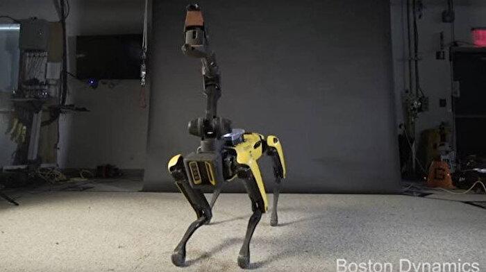 Boston Dynamics'in Spot robotu polis tarafından test ediliyor