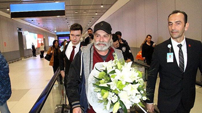 Haluk Bilginer Türkiye'ye döndü: Herkes çok mutlu, o yüzden ben daha da mutluyum