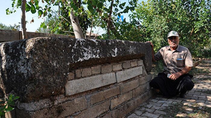 Camide kullanılan musalla taşı Roma dönemine ait lahit çıktı