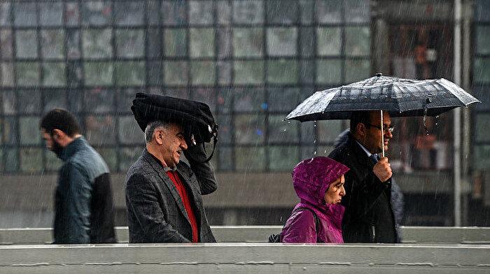 İstanbullular öğle saatlerine dikkat! Şemsiyelerinizi unutmayın