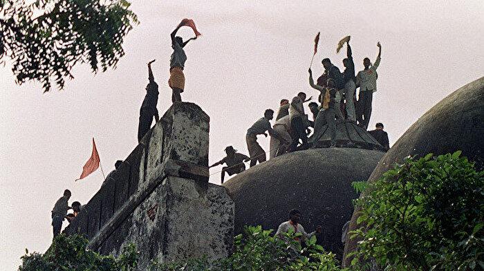 Cami yıktı, Müslüman oldu: 90 cami inşa etti