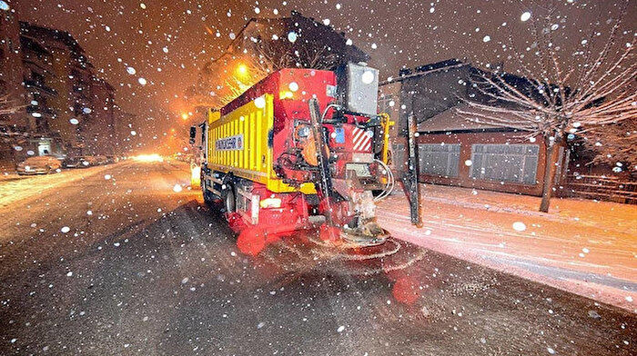 Belediyelerin 'kar' atışması okuyanları gülümsetti