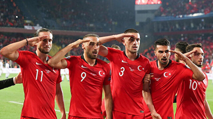 UEFA'dan asker selamına ceza yok