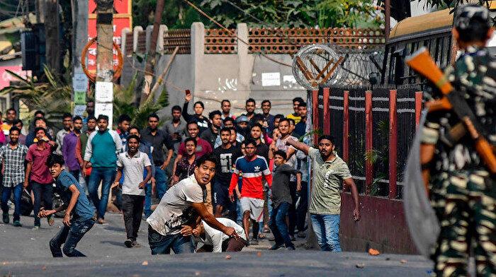 Müslümanları hedef alan yasaya protesto: 1 ölü