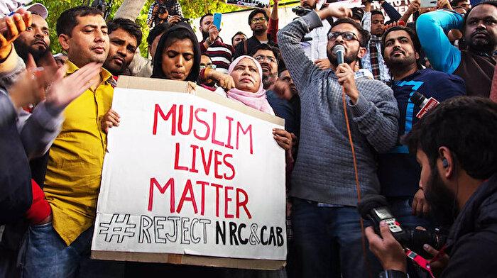 Hindistan'da protestolara karşı sert tedbirler