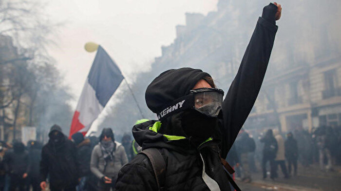 Fransa 2020'ye grevlerle giriyor