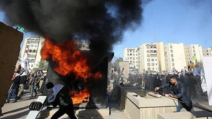 Haşdi Şabi taraftarları ABD Büyükelçiliği'ni bastı