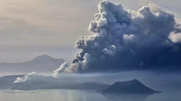 Filipinler'deki Taal Yanardağı lav ve kül püskürtmeye devam ediyor: 30 bin kişi tahliye edildi