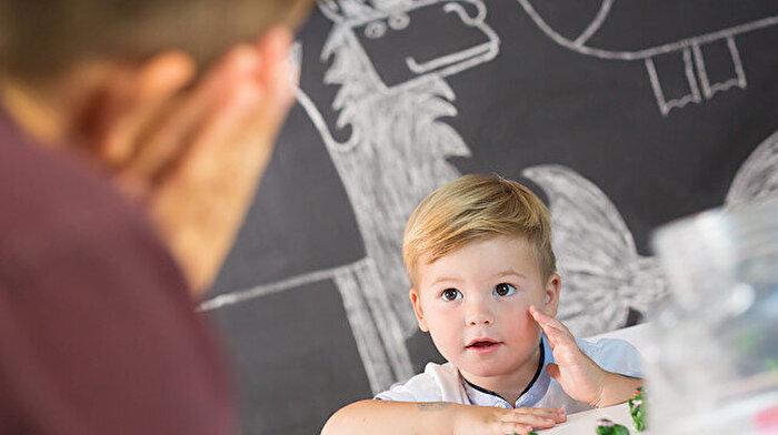 Çocukların oyun terapisi sayesinde içsel dünyalarını yansıttıkları ortaya çıktı