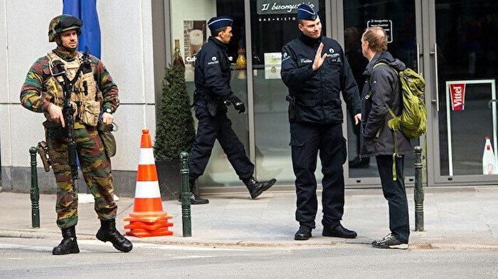 Belçika sokaklarında devriye gezen askerler çekiliyor