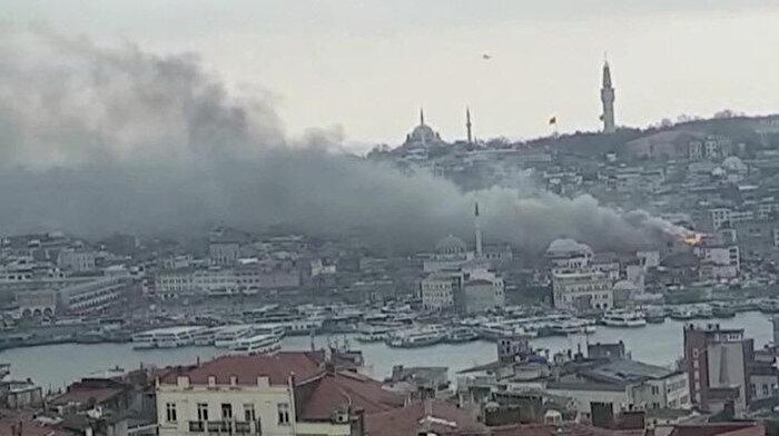 🔥 🚒 Eminönü'de iş yerinde yangın çıktı