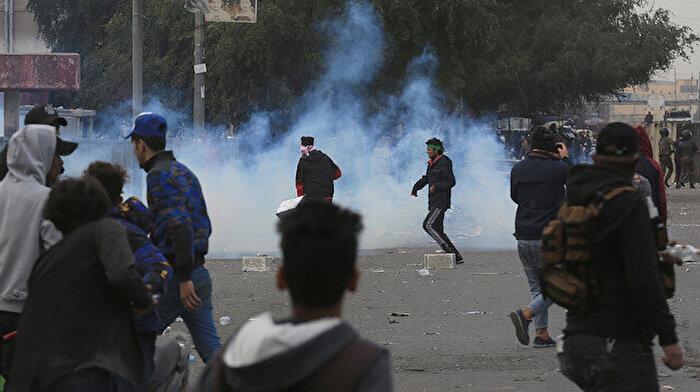 Irak'ta Sadr'a bağlı Mavi Şapkalılar ile göstericiler arasında arbede çıktı
