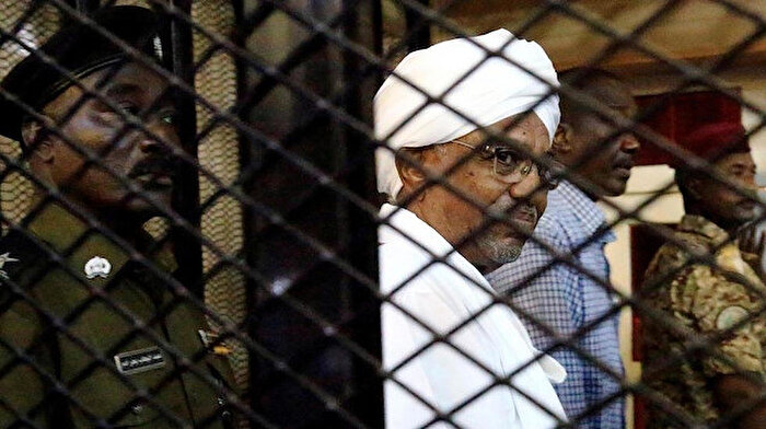 Sudan, Ömer el-Beşir'i Lahey'e gönderiyor
