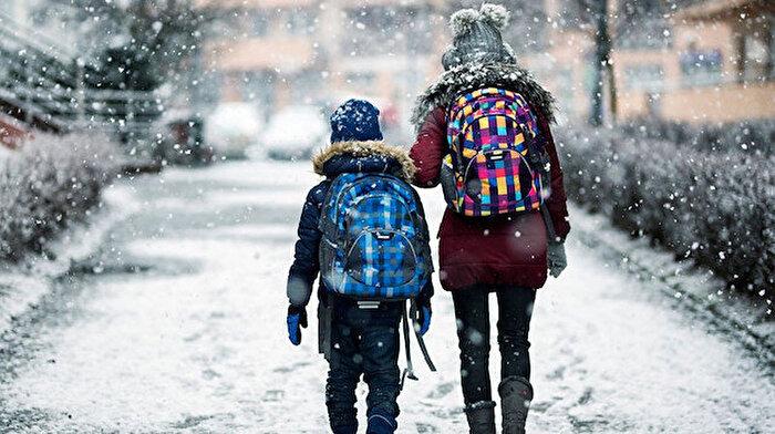 ❄️☃️🌨️ Türkiye'nin bazı illerinde kar nedeniyle okullar tatil edildi