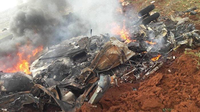 🚁İdlib'de Esed rejimine ait bir helikopter düşürüldü