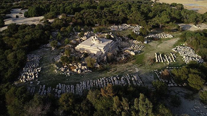 Patara'daki kazılarda deniz feneri gün yüzüne çıkarıldı