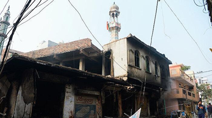 Müslümanlar hedefte: Camiler ateşe veriliyor