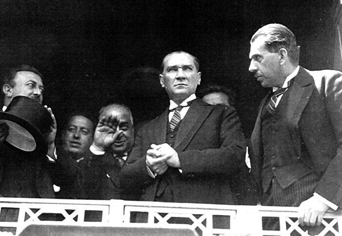 """""""Atatürk, Hz. Peygamber'in kabrinin yıkılmasına engel oldu"""""""