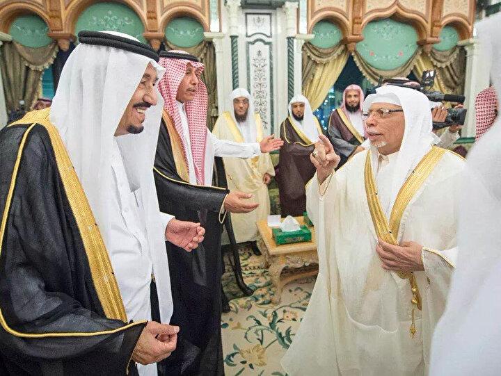 Ali Ahmed Molla, 2015'te Kral Selman'ın Mekke Safa Sarayı'nda vermiş olduğu davette.