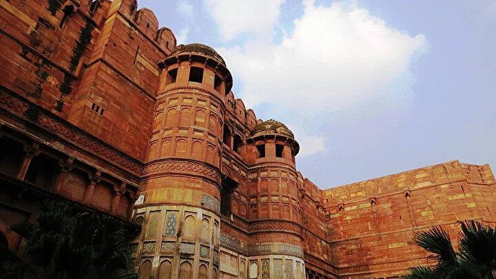 Babür mimarisinin nadide örneklerinden Delhi Kapısı.