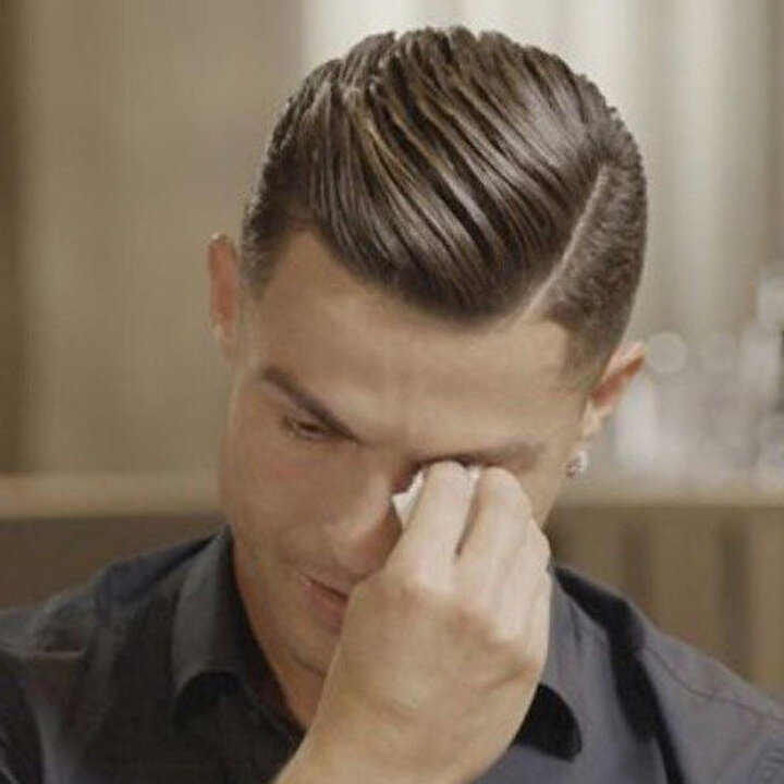 Cristiano Ronaldo röportaj sırasında ağladı