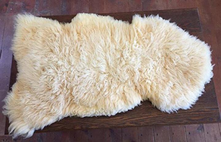 Pösteki: Keçi ya da koyun postu. Genellikle yere halı olarak serilir ya da ısınma amacıyla kullanılır.