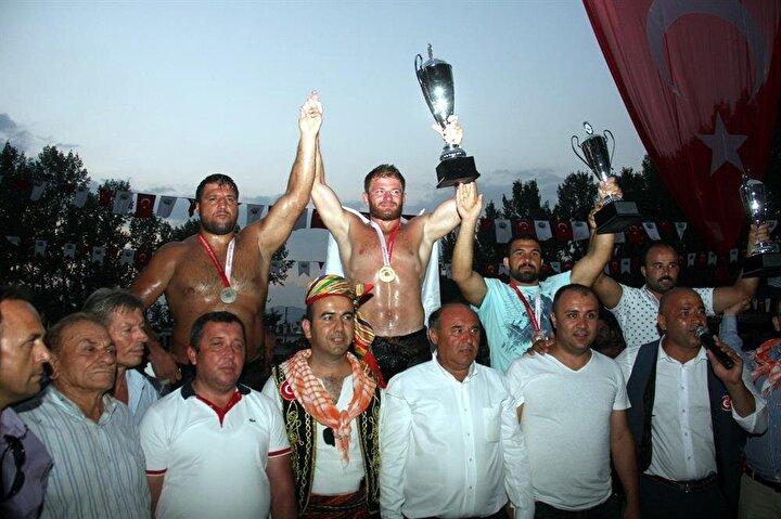 Güreşlerde İsmail Balaban birinci, Recep Kara ikinci olurken Kaan Kaya ve OrhanOkulu üçüncülüğü paylaştı.