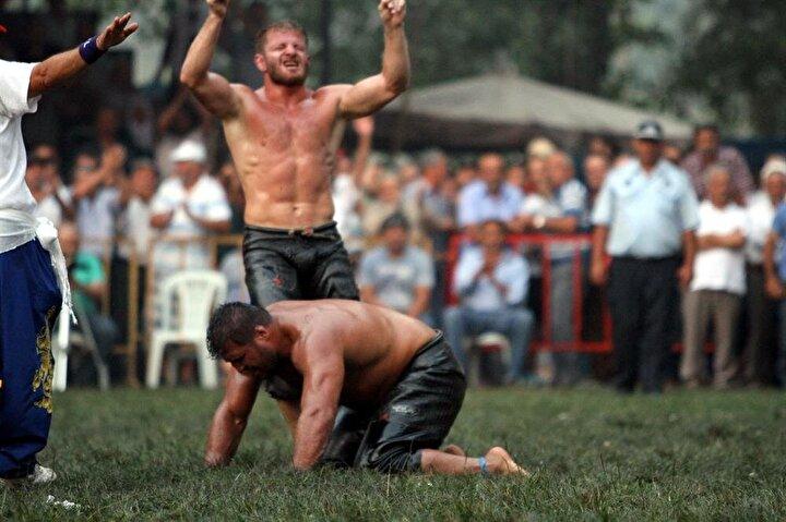 İsmail Balaban finalde Ordulu Recep Karayı puanlama devresinde bastırarak mağlup etti.