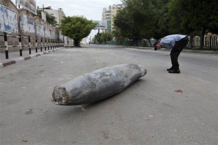 Gazze'de İsrail uçakları tarafından atılan patlamamış bir füze