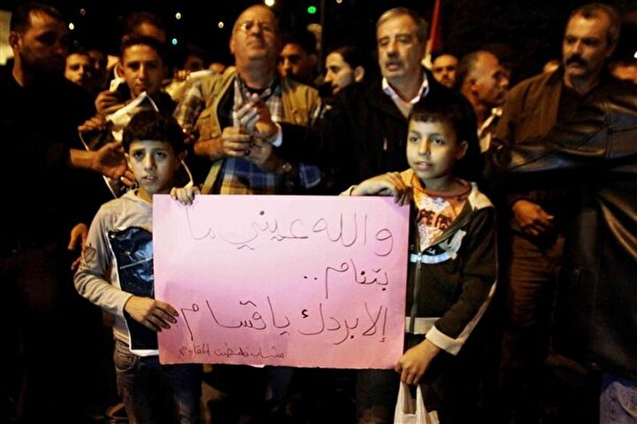 İsrail'in Gazze'ye düzenlediği saldırıları Nablus'ta toplanan Filistinli göstericiler protesto etti.