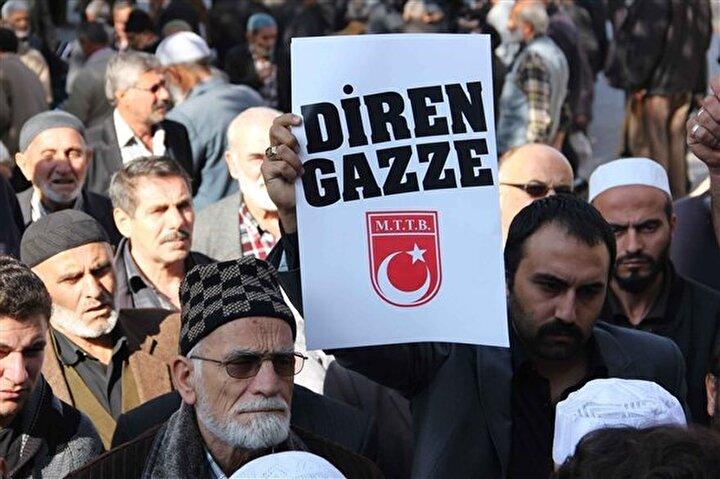 İsrail'in Gazze'ye düzenlediği hava saldırısında hayatını kaybedenler için Konya'da gıyabi cenaze namazı kılındı. Namazın ardından bir grup, İsrail aleyhine slogan attı.