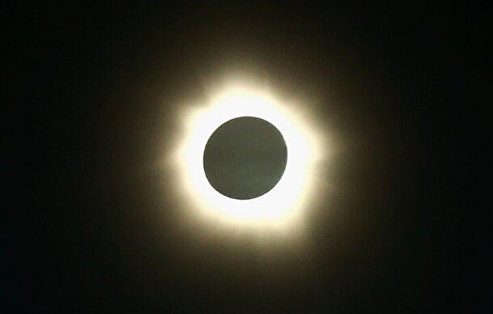 Maya takviminin son güneş tutulmasını binlerce turist, bilim adamı ve gök bilimci kıyı bölgelerinde izledi. Avusturya