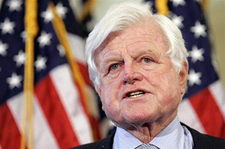 Ted Kennedy: 1969 senesinde bir partiden oldukça sarhoş bir şekilde çıkan Ted, arka koltukta oturan Mary Jone Kopechne ile bir köprüden uçarak sulara gömüldü. Ted Kennedy, yüzerek kurtuldu ama genç kadın hayatını kaybetti. Aile ismini kullanarak yakasını sıyıran Ted, Mary Jonun ailesine toplamda 85 bin pound para ödedi.