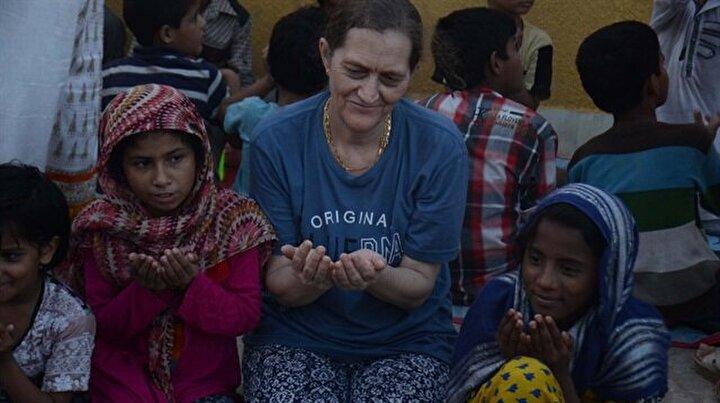 İngiliz kadın Pakistan'da 500 yetime bakıyor
