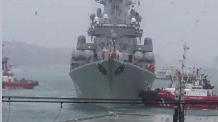 Rus savaş gemisi Kabataşa yanaşırken sürüklendi