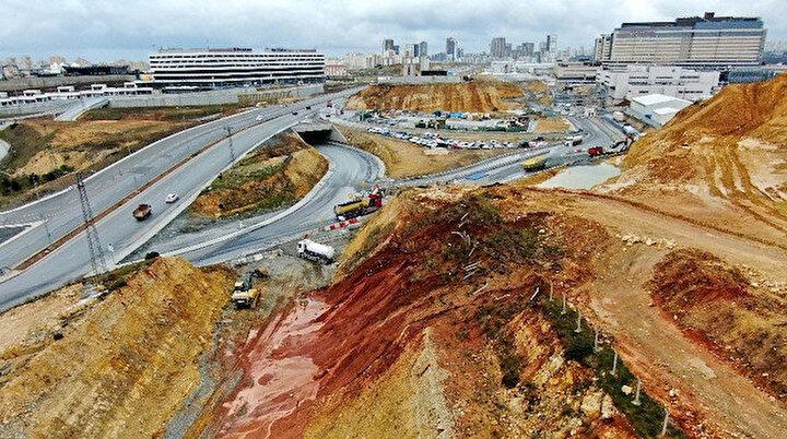 İBB şehir hastanesinin yol inşaatlarını durdurdu: Yolu kapattıklarından sonra toplu taşımadan inen yaşlı bir amca ile 16 yaşındaki genç öldü