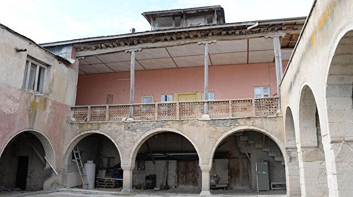 Depremin vurduğu Elazığda 708 yıllık konak, sapasağlam ayakta kaldı