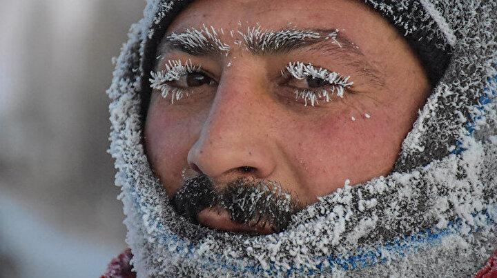 Soğuktan bıyıkları ve kirpikleri buz tuttu