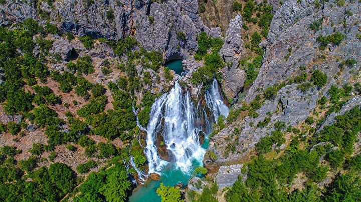 Dağın içinden çıkan gizemli güzellik: Uçansu Şelalesi