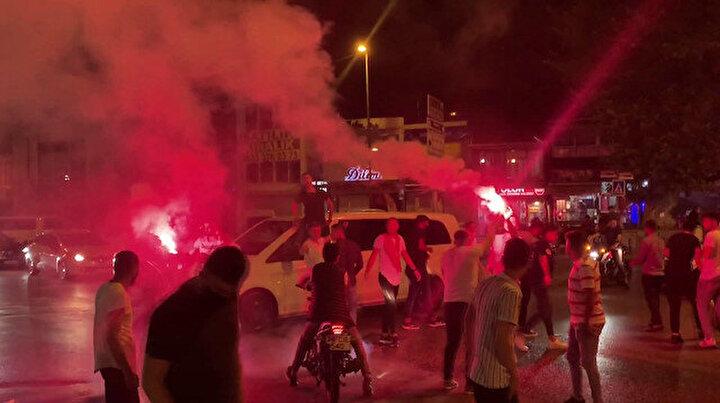 Tüm uyarılara rağmen İstanbuldaki asker uğurlama merasiminde yine aynı skandal görüntüler