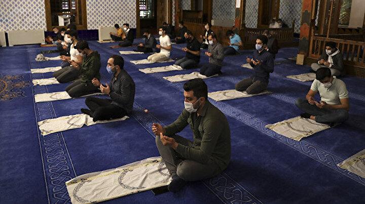 Tüm Türkiyede Ayasofya kararı sonrası camilerde şükür duasıyapıldı