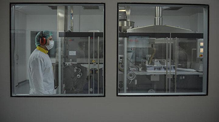 Koronavirüs için hem ilaç üreten hem aşı geliştiren tek tesis ilk kez görüntülendi