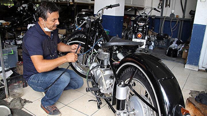 Hurdaya ayrılmış motosikletleri tamir edip yeniden kullanıma sunuyor